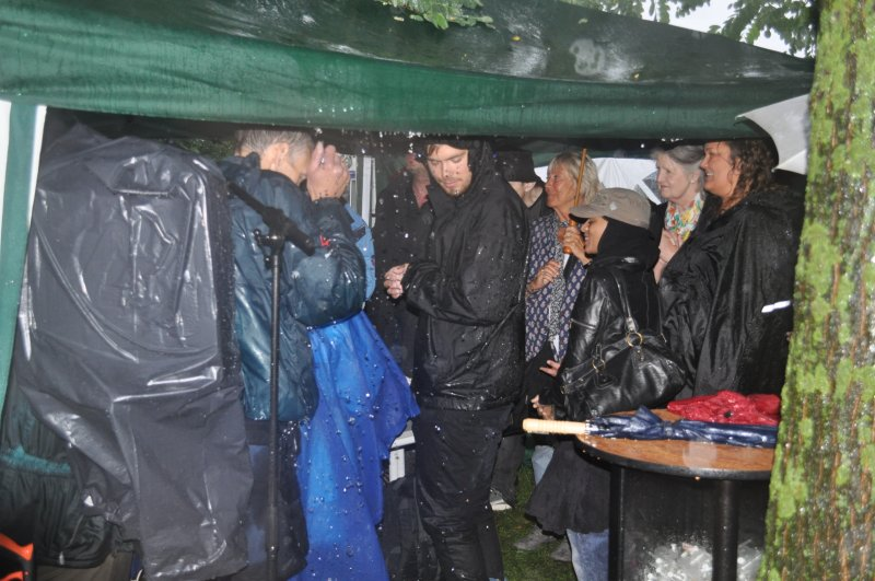 20-rainy-memorial