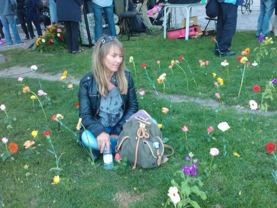 Anja på mindestedet.jpg 2012